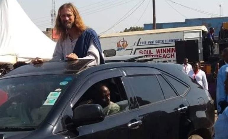 Michael Job vestido como Jesús