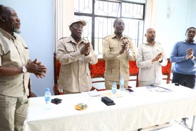Chadema chairman Freeman Mbowe, second left, leads other members of the party's Central Committee in singing a solidarity song during a news conference in Dodoma. Others are, from left, Prof Abdallah Safari (vice chairman), Dr Vincent Mashinji (secretary-general), Mr John Mnyika (deputy secretary-general, Mainland) and Mr Salum Mwalimu (deputy secretary-general, Zanzibar).