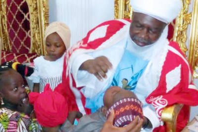 Emir of Argungu vaccinating a child.