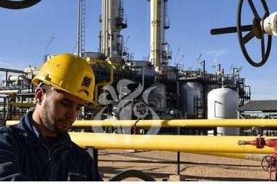 Invité du Forum de la Radio, M. Attar a précisé que 96% des recettes de l'Etat en devises provenaient du pétrole et du gaz, expliquant que celles-ci avaient diminué de 11 milliards de dollars (-30%) par rapport à 2019 avec un prix du baril à 42 dollars.