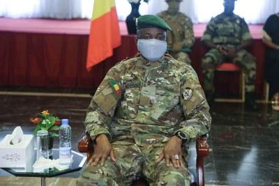 Le colonel Assimi Goïta, président de la transition rencontrant la jeunesse malienne au palais présidentiel à Koulouba
