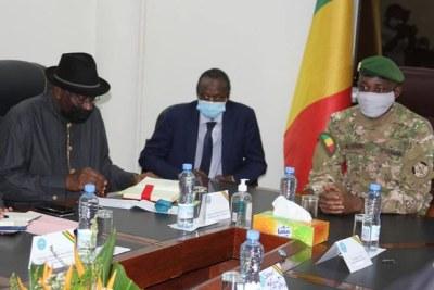 Audience accordée par le Colonel Assimi GOITA, Président de la Transition, Chef de l'Etat, à la délégation du Médiateur de la CEDEAO pour le Mali, M. Goodluck JONATHAN.