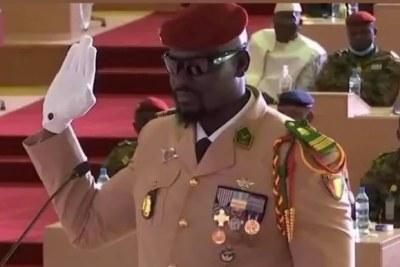 Prestation de serment du Colonel Mamadi Doumbouya comme nouveau président de la transition en Guinée