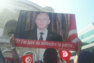 Les manifestants en soutien au président tunisier Kaïs Saïed dans les rues de Tunis, le 3 octobre 2021.